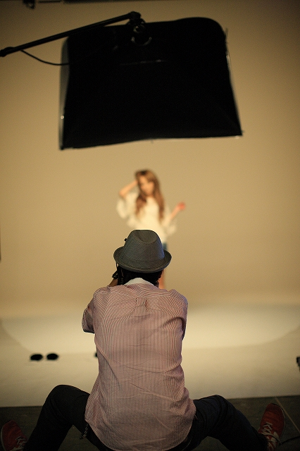 美容器の仕事で モデルはモモエリというタレントさんで カメラマンは篠山紀信のお弟子さんです
